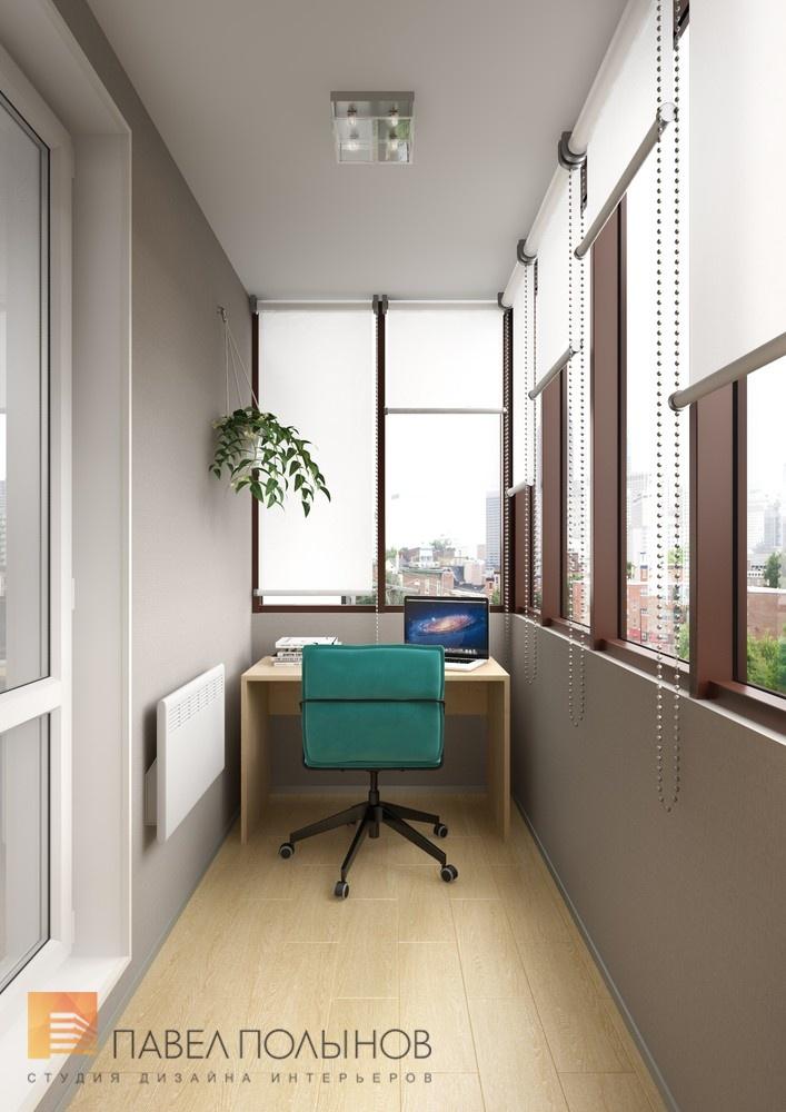 Интерьер кабинета на лоджии с удобным маленьким столом.