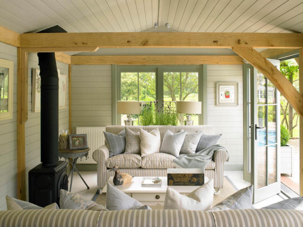 Как декорировать гостиную, оформленную в нейтральном стиле
