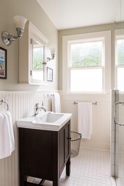 Как разнообразить базовый интерьер ванной