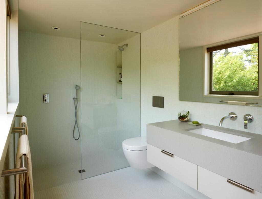 Как создать простой в уборке интерьер ванной комнаты