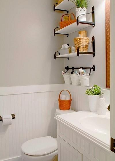 Полки в маленьком туалете своими руками 17