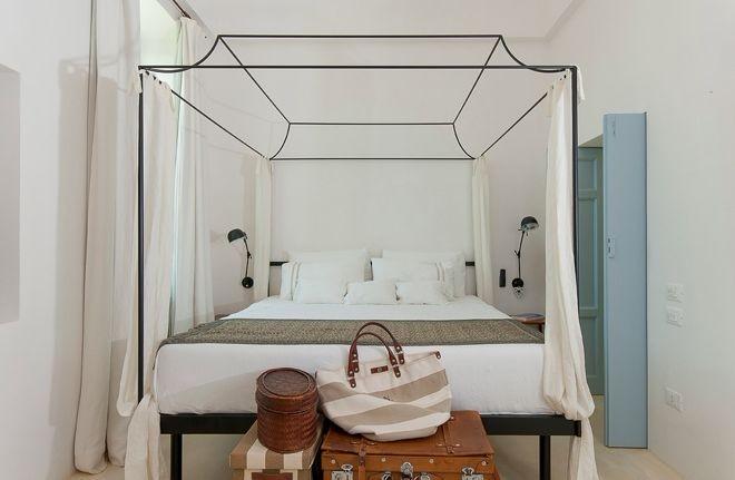 Как стильно оформить стену за изголовьем кровати