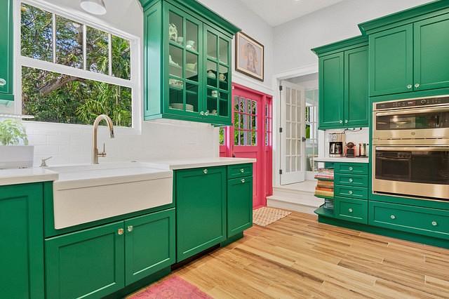 Как сочетать розовый и зеленый цвета в интерьере
